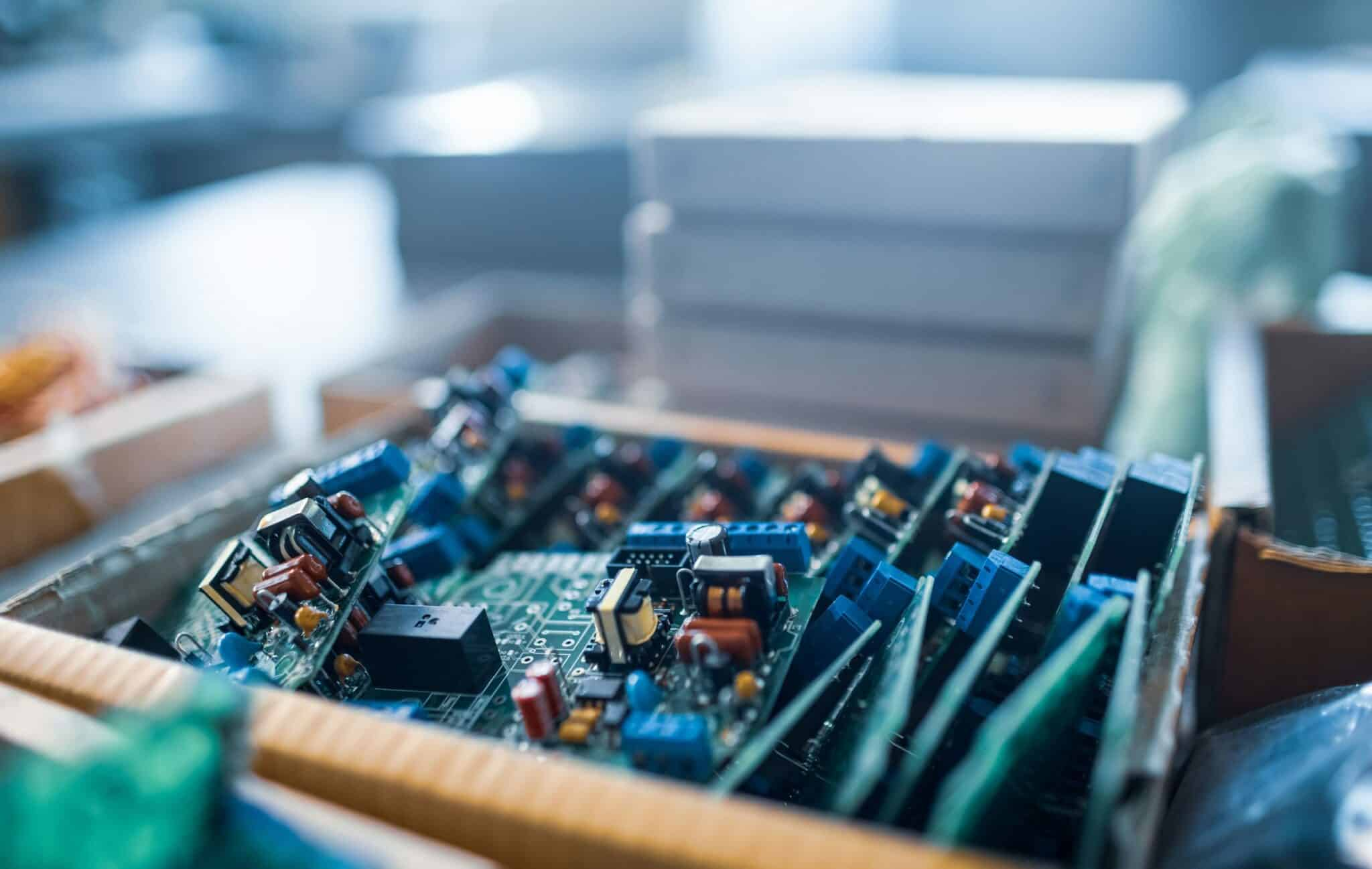 Close-up electric microcircuits